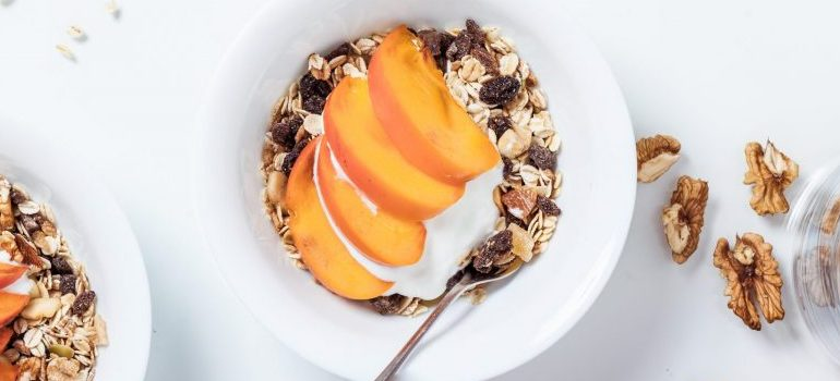 breakfast food, cereal with peaches