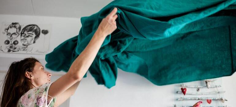 person putting the blanket